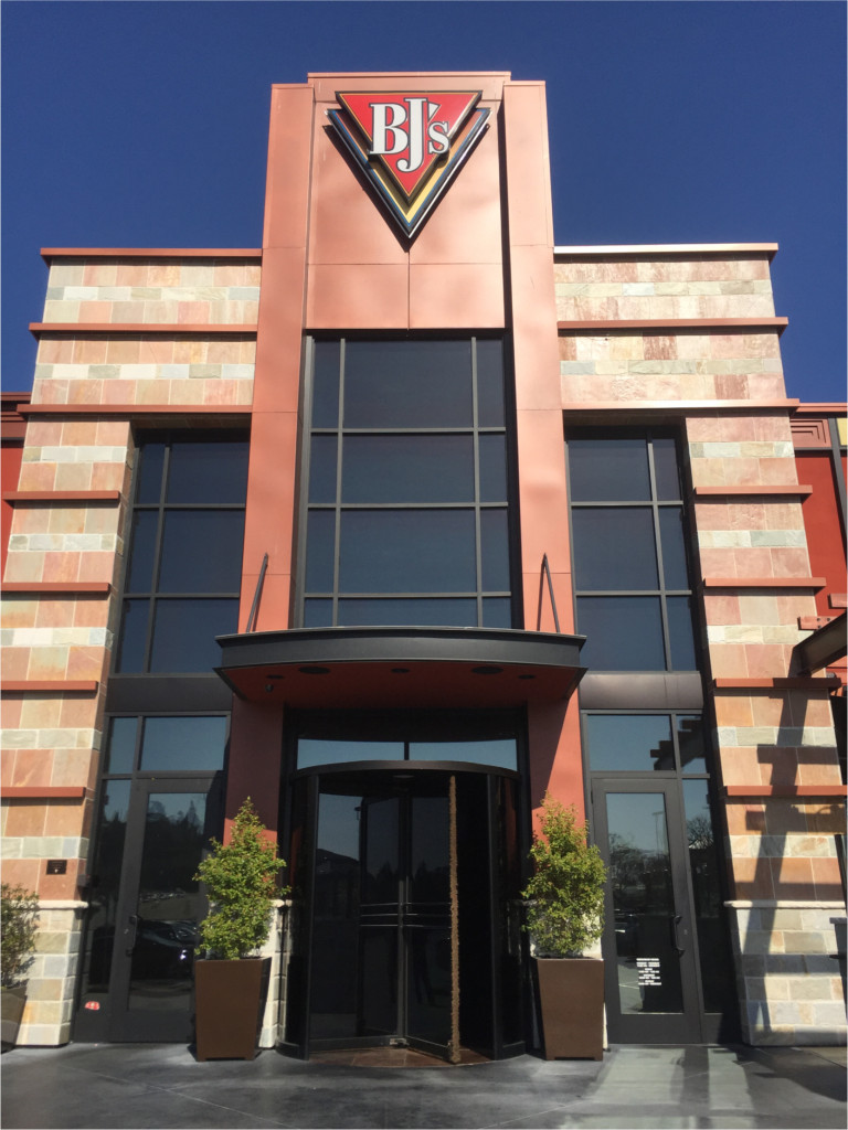 The exterior of BJ's Restaurant & Brewhouse in Mission Valley (Photos by Dr. Ink)