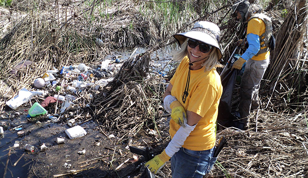 San Diego River Park Foundation volunteers cleaning up the San Diego River (Facebook)